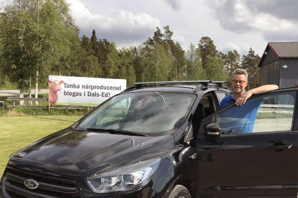 Martin Carling kör biogasbil. Dals-Ed.