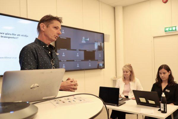 Bilden visar Mats-Ola Larsson från IVL Svenska miljöinstitutet som håller föredrag under ett webinarium