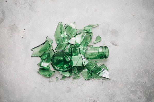 En krossad glasflaska